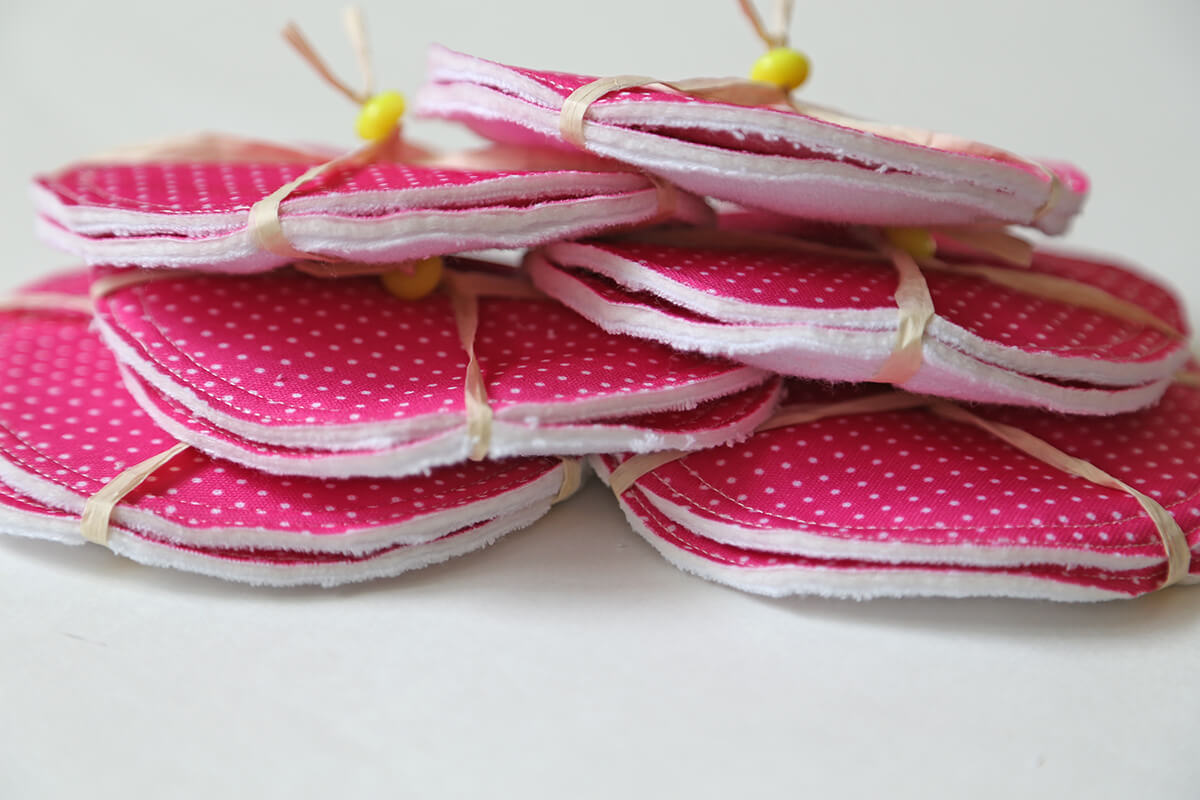 breastfeeding-pads-pink