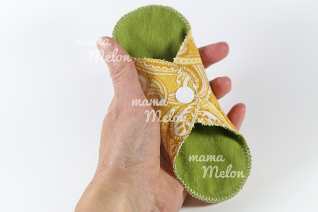 cloth pads yeallow paisley71